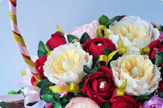 Дорогие мастерицы! Хочу поделиться с вами, как я делала пионовидную розу. На ютубе нашла ролик с мк розы такого типа из фоамирана и адаптировала под свит. Вот что получилось.  фото 1