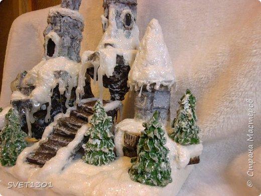 У нас за окном снег, мороз, ветер и холод. Погода навеяла сделать что то очень зимнее. И создалась такая работа для украшения новогоднего интерьера.  фото 2