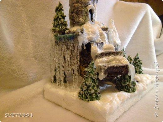 У нас за окном снег, мороз, ветер и холод. Погода навеяла сделать что то очень зимнее. И создалась такая работа для украшения новогоднего интерьера.  фото 3