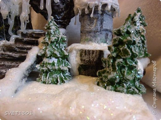 У нас за окном снег, мороз, ветер и холод. Погода навеяла сделать что то очень зимнее. И создалась такая работа для украшения новогоднего интерьера.  фото 4