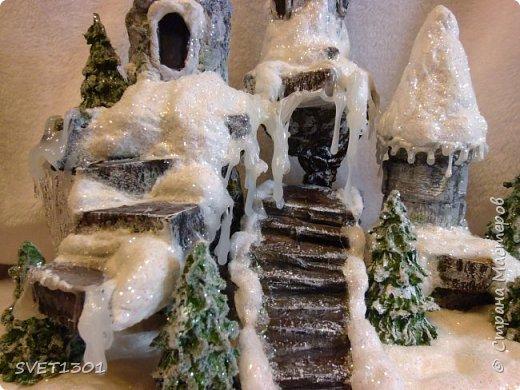У нас за окном снег, мороз, ветер и холод. Погода навеяла сделать что то очень зимнее. И создалась такая работа для украшения новогоднего интерьера.  фото 5