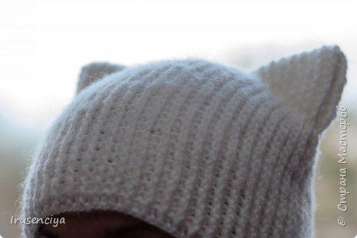 Мой старший детёныш так долго болел, что я решила её хоть как-то порадовать. Поэтому связала для неё шапку с кошачьими ушками и митенки с кошачьими лапками. фото 2
