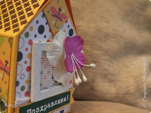 """Добрый день жители обучающей и вдохновляющей СМ. Я опять к Вам с домиками. Заказ сделала бабушка, которая хочет поздравить двух своих внучек двух и четырех лет. Исходя из возраста девочек, домики сделала яркими и сказочными. В этом помогла бумага Татьянины сказки коллекция """" Жили-Были""""  с героями русских народных сказок. Надписи сделала при помощи эмбоссинга.   фото 7"""