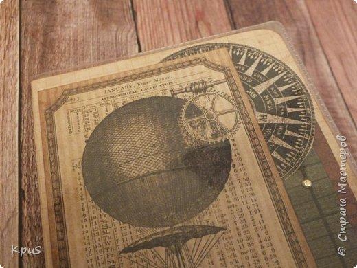 Добрый день. Впервые сделала обложку для паспорта для мужчины. Эта тема дается мне очень не просто, надеюсь, первый блин будет не комом и обложка понравится владельцу. Бумага от ScrapBerry`s  коллекция Механические иллюзии. Использовала брадсы и эмбоссинг. фото 2