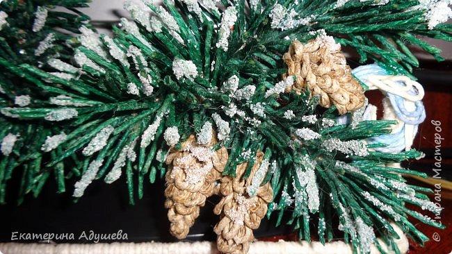 Приветствую замечательных гостей и мастеров!!! Предоставляю вашему вниманию шишечки ели из джута.  Это продолжение для проекта, подарочная Новогодняя коробка ( упаковка ) под шампанское.  Ранее я уже выкладывала МК - Новогодняя ветка ели в снегу из джута. http://stranamasterov.ru/node/1060056  Эти шишечки украшают эту ель  фото 1