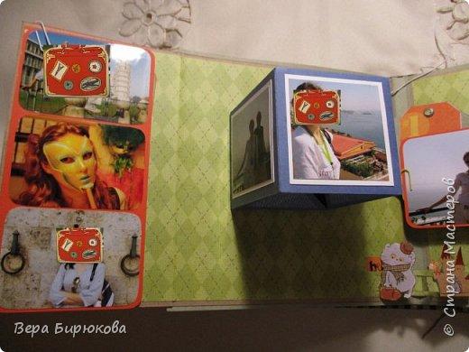 Мой первый Басик)))) И первый альбом в технике поп-ап. Альбом сделан мною в подарок жене моего брата! Размер альбома 20*20, на 50 фотографий различного формата. Фото я уже вклеила, так, что пришлось их прикрыть картинками)))) фото 14