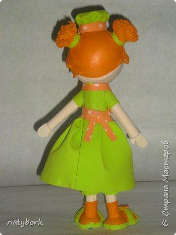 Увидела кукол из фоамирана... и впала в детство. Наверно, время заводить внуков пришло, а дети не торопятся порадовать. Поэтому играю сама. Мои первые куклы... Блондинка получилась вылитая племяшка-второклашка. фото 6