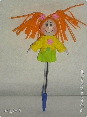 Увидела кукол из фоамирана... и впала в детство. Наверно, время заводить внуков пришло, а дети не торопятся порадовать. Поэтому играю сама. Мои первые куклы... Блондинка получилась вылитая племяшка-второклашка. фото 8