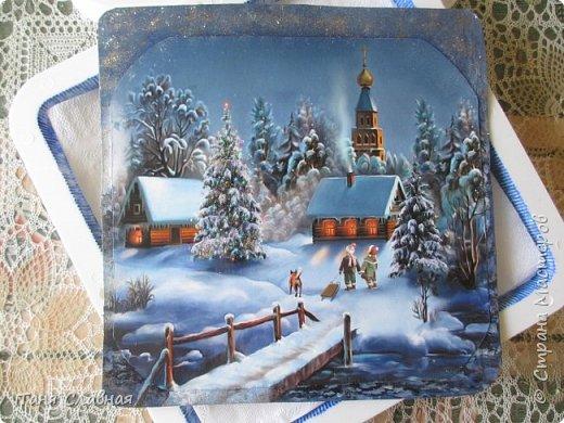 Итак, переделка: двое переделанных под панно часов и пара керамических коробочек. Коробочки и одни переделанные часы вполне себе новогодние - и по настроению и по декору. Первые часы- (вернее, их остов), послужили рамкой для новогоднего панно.  фото 2