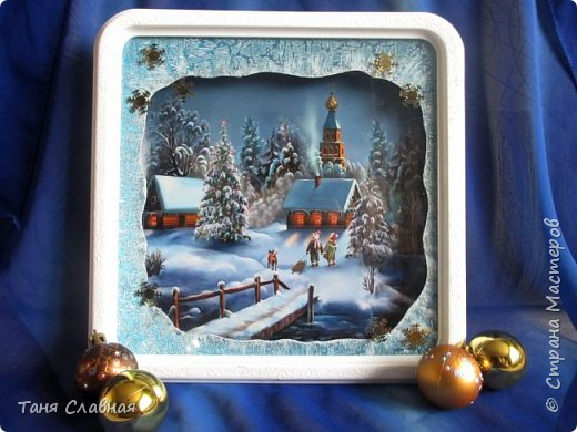 Итак, переделка: двое переделанных под панно часов и пара керамических коробочек. Коробочки и одни переделанные часы вполне себе новогодние - и по настроению и по декору. Первые часы- (вернее, их остов), послужили рамкой для новогоднего панно.  фото 1