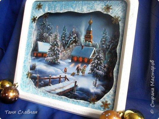 Итак, переделка: двое переделанных под панно часов и пара керамических коробочек. Коробочки и одни переделанные часы вполне себе новогодние - и по настроению и по декору. Первые часы- (вернее, их остов), послужили рамкой для новогоднего панно.  фото 6