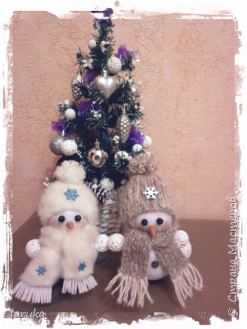 Захотелось сшить снеговичков.  Выбрала для поделок флис- очень приятный, уютный материал. Вот такие ребятишки получились: фото 15