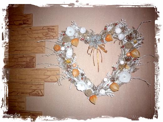 Рождественские звёздочки из гофрокартона. Простенькие, но нравится этот материал.  Использовала веточки, шишки, джут, фетр, флис, блёстки...  фото 11