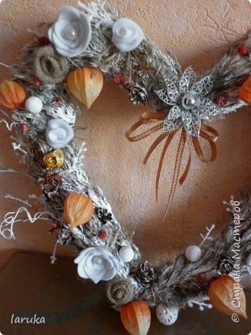 Рождественские звёздочки из гофрокартона. Простенькие, но нравится этот материал.  Использовала веточки, шишки, джут, фетр, флис, блёстки...  фото 14