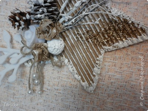 Рождественские звёздочки из гофрокартона. Простенькие, но нравится этот материал.  Использовала веточки, шишки, джут, фетр, флис, блёстки...  фото 8