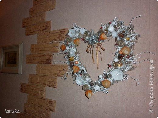 Рождественские звёздочки из гофрокартона. Простенькие, но нравится этот материал.  Использовала веточки, шишки, джут, фетр, флис, блёстки...  фото 13