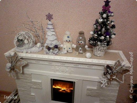Рождественские звёздочки из гофрокартона. Простенькие, но нравится этот материал.  Использовала веточки, шишки, джут, фетр, флис, блёстки...  фото 4