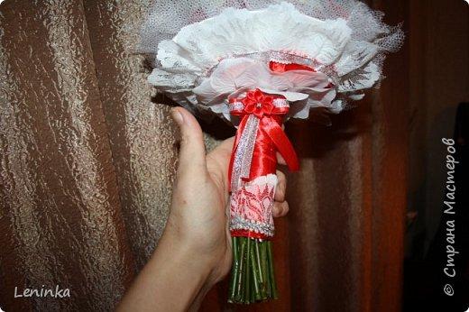 18 ноября мой старшенький женился. Все приготовления к свадьбе легли на меня. Сами делали и букет невесты и дублер букета и казну и ленты на машину шила сама. В магазинах все очень дорого, а когда делаешь сама и для своего ребенка вкладывая душу успех гарантирован. Хочу показать всем, что у меня получилось Может кому будет интересно. фото 3