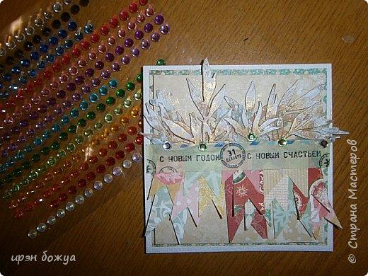 Сегодня я с открыткой-малышкой 10х10. Сделана из обрезков скрап-бумаги и вырубок в виде листьев. Надпись- это бумажный скотч. фото 1