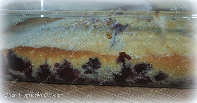 Здравствуйте. Обязательно попробуйте этот нежный-нежный пирог. Для этого пирога подходят любые фрукты-ягоды. Без фруктовой начинки он не менее вкусный. Рецепт легкий, готовится быстро, на вкус мягкое нежное лакомство. Особенно понравится сладкоежкам. фото 22