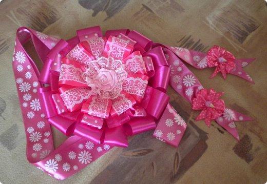 опять сделала розовый бант на выписку. точнее надоело мне делать розовые, остановилась на малиновом фото 5