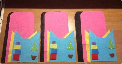 нвчала активно готовиться к Новогодним праздникам и решила украсить свой новогодний стол не только блюдами, но и интересными штучками  сшила вот такие кармашки для столовых приборов. это полностью моя разработка, нарисовала , выкроила и воплотила. Так что делюсь с вами фото 2