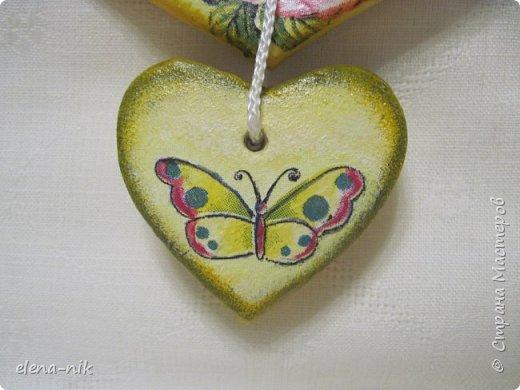 После моего голубого сердечного петушка захотелось еще одного сделать, с другой салфеткой. Так появился такой же петушок, но с другой расцветкой. фото 3