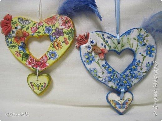 После моего голубого сердечного петушка захотелось еще одного сделать, с другой салфеткой. Так появился такой же петушок, но с другой расцветкой. фото 5