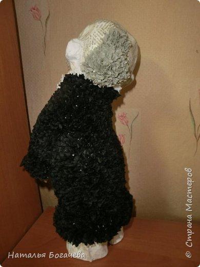 Мне очень хотелось сделать старушку в технике папье-маше. Но само собой получилось что были сделаны и её друзья. И вот эта компания красовалась на Вологодской областной выставке в городе Сокол 23 августа 2014 года. фото 3