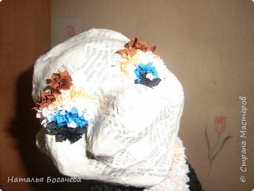 Мне очень хотелось сделать старушку в технике папье-маше. Но само собой получилось что были сделаны и её друзья. И вот эта компания красовалась на Вологодской областной выставке в городе Сокол 23 августа 2014 года. фото 4