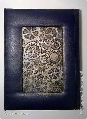 Добрый  день. Сегодня я покажу работу выполненную по мастер-классу Ольги Лисовенко. Блокнот формата А5, 80 простых листов из альбома для рисования. Застёжка на резинке. фото 1