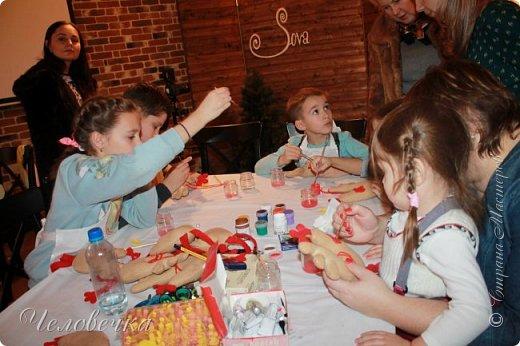 """В нашем городе впервые состоялся семейный фестиваль """"Sova Fest"""". Мы тоже приняли участие с рукодельными товарами и мастер-классами. Немного устали, но очень довольны! Ждём следующего!) Заставляем столики своими творениями... фото 19"""