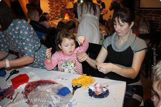 """В нашем городе впервые состоялся семейный фестиваль """"Sova Fest"""". Мы тоже приняли участие с рукодельными товарами и мастер-классами. Немного устали, но очень довольны! Ждём следующего!) Заставляем столики своими творениями... фото 26"""