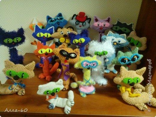К дню Учителя мы навязали вот такую семейку котов и кошечек!!! фото 9
