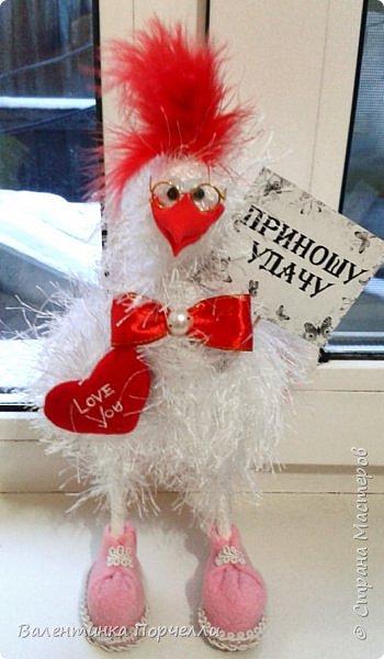 Добрый вечер Страна!!!Давненько я ничего не показывала,больше посещала Страну как гостья))Но настал и мой черёд показать своих птичек и не только.Может кому пригодятся и мои идейки.буду только рада! Итак!Мои петушки сшиты из флиса .Выкройку и идею взяла у Марианны Аверьяновой.Вот её МК    http://stranamasterov.ru/node/1048386     ,только немного видоизменила клюв и глаза.Спасибо больщое за её выкройки и саму идею! фото 10