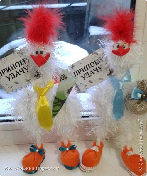 Добрый вечер Страна!!!Давненько я ничего не показывала,больше посещала Страну как гостья))Но настал и мой черёд показать своих птичек и не только.Может кому пригодятся и мои идейки.буду только рада! Итак!Мои петушки сшиты из флиса .Выкройку и идею взяла у Марианны Аверьяновой.Вот её МК    http://stranamasterov.ru/node/1048386     ,только немного видоизменила клюв и глаза.Спасибо больщое за её выкройки и саму идею! фото 15