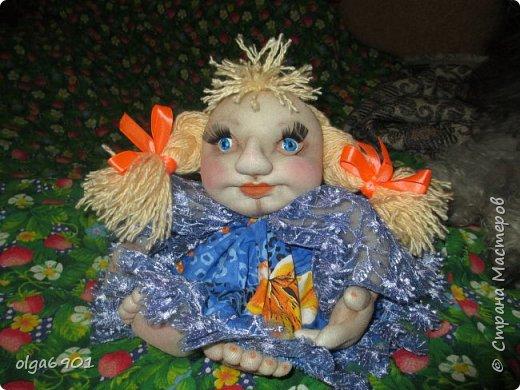 Здравствуйте, дорогие мои жители Страны! Сегодня я к вам с куклами. Знакомьтесь.  Это бабушка с корзинкой - пакетница. фото 12