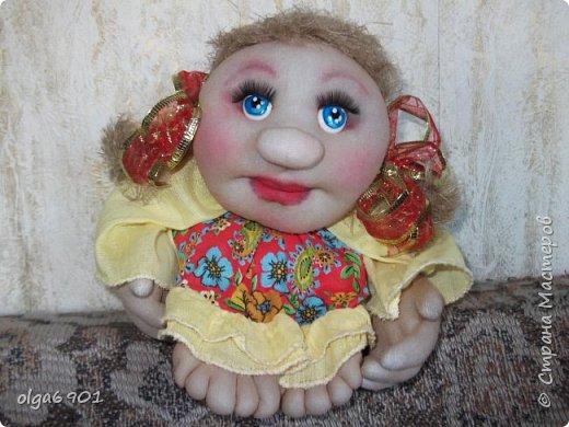 Здравствуйте, дорогие мои жители Страны! Сегодня я к вам с куклами. Знакомьтесь.  Это бабушка с корзинкой - пакетница. фото 7