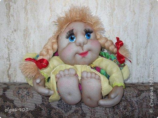 Здравствуйте, дорогие мои жители Страны! Сегодня я к вам с куклами. Знакомьтесь.  Это бабушка с корзинкой - пакетница. фото 6