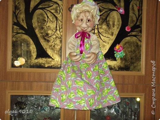 Здравствуйте, дорогие мои жители Страны! Сегодня я к вам с куклами. Знакомьтесь.  Это бабушка с корзинкой - пакетница. фото 2