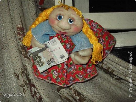 Здравствуйте, дорогие мои жители Страны! Сегодня я к вам с куклами. Знакомьтесь.  Это бабушка с корзинкой - пакетница. фото 9