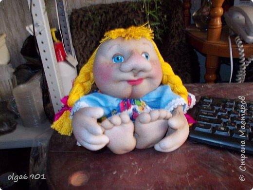 Здравствуйте, дорогие мои жители Страны! Сегодня я к вам с куклами. Знакомьтесь.  Это бабушка с корзинкой - пакетница. фото 10