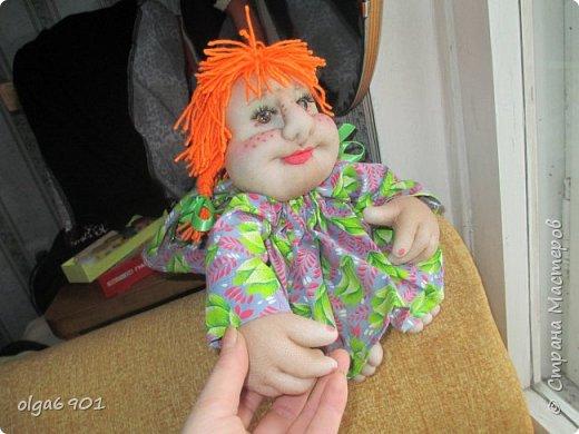 Здравствуйте, дорогие мои жители Страны! Сегодня я к вам с куклами. Знакомьтесь.  Это бабушка с корзинкой - пакетница. фото 11