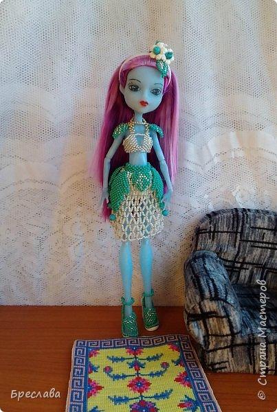 Опять участвовала в игре на сайте Багиры. В этот раз основным подарком было сшитое платье, ибо условием игры было наличие осенних цветов. А зелёный костюмчик в дополнение сплела фото 3