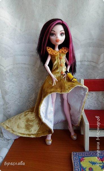 Опять участвовала в игре на сайте Багиры. В этот раз основным подарком было сшитое платье, ибо условием игры было наличие осенних цветов. А зелёный костюмчик в дополнение сплела фото 5