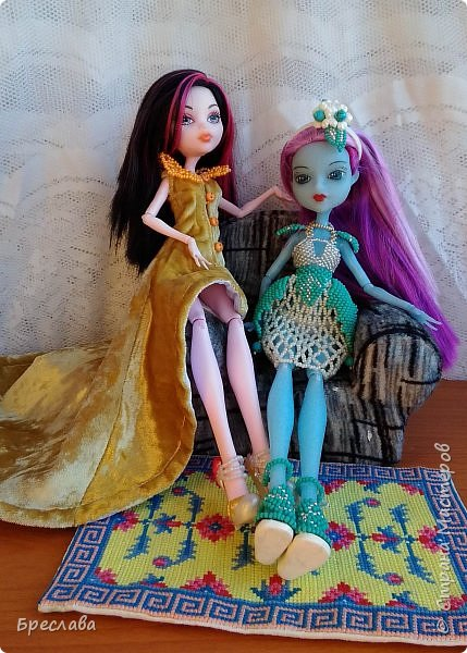 Опять участвовала в игре на сайте Багиры. В этот раз основным подарком было сшитое платье, ибо условием игры было наличие осенних цветов. А зелёный костюмчик в дополнение сплела фото 1
