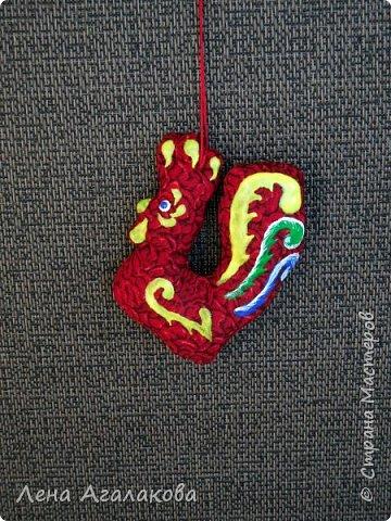 Ну вот и закончены мои Красные петушки, золотые гребешки на ярмарку из ткани, расписаны красками . Все немного разные. фото 2