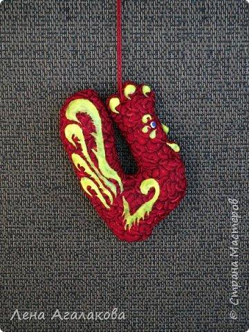 Ну вот и закончены мои Красные петушки, золотые гребешки на ярмарку из ткани, расписаны красками . Все немного разные. фото 5