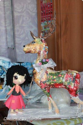 Композиция еще не закончена.Нет еще Геды и снега.Олень и конь из папье маше, декупаж. Куклы из фоамирана. Фотоаппарат не передает той фактуры которая есть,обещаю доделаю сфоткаю хорошо и выложу. фото 3