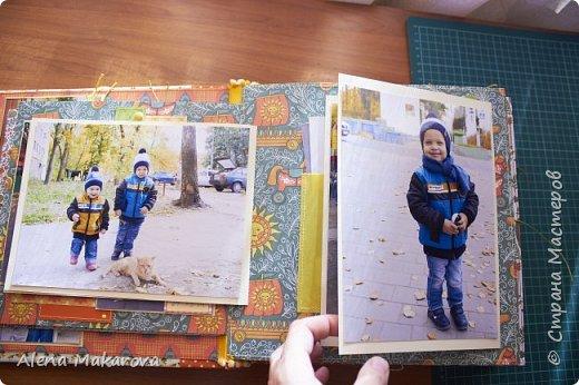 За последние несколько лет скопилось много фотографий. Мне хотелось в меньшее число страниц вместить большее количество фотографий, но при этом сделать все просто. Размер альбома 25*25 см. Фото размером 10*15 и 15*20. Разворотов 7 - 14 страниц. В этом альбоме поместилось 216 фото: 163 фото 10*15, 27 фото 7,5*10, 26 фото 20*15. Вот он! Мой пухляш. В обложке я захотела минимализма: никаких надписей и карточек, все просто. фото 9